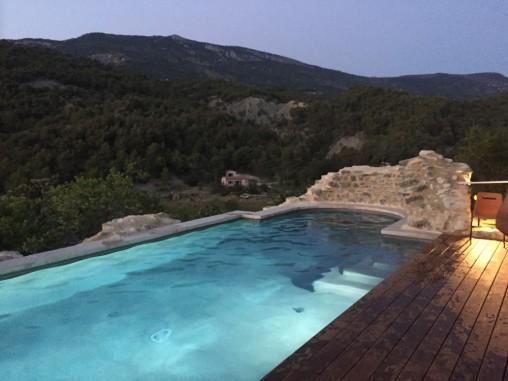 Plage de piscine affleurante en IPE - ACCS Architecture